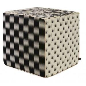 Pouf cube noir en patchwork fleuri Hanatsugi K3 by Kenzo Takada